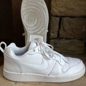 Ladies' Nike Courter Borough Low Tennis shoes